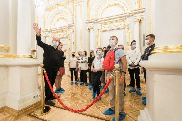 З ініціативи першої леді в Маріїнському палаці організовано екскурсії із сурдоперекладом. маріїнський палац, екскурсія, жестова мова, порушення слуху, сурдопереклад
