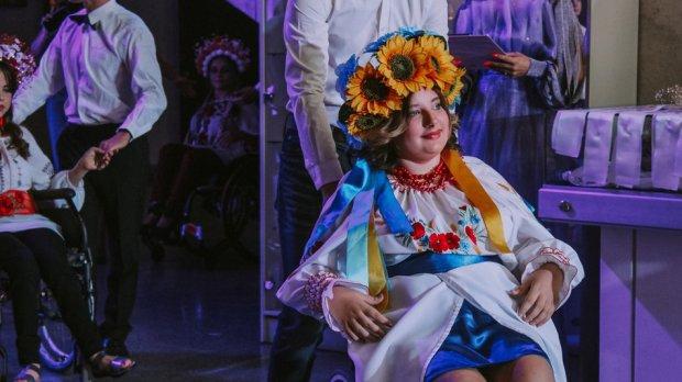 У Черкасах відбувся конкурс краси серед дівчат з інвалідністю (ФОТОРЕПОРТАЖ). без обмежень, черкаси, дівчина, суспільство, інвалідність