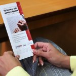 """Буклет """"Путівник у світ шрифту Брайля"""" презентували в Ужгородській міській раді (ФОТО)"""