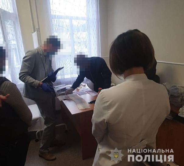На Вінниччині викрили працівників медико-соціальної експертної комісії, які за окрему плату встановлювали групи інвалідності. вінниччина, вимагання, злочинна група, неправомірна вигода, інвалідність