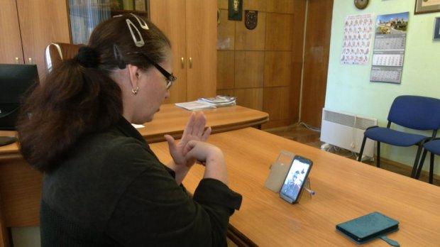 На Львівщині на майже 2500 людей із вадами слуху — 13 офіційних сурдоперекладачів. львівщина, вади слуху, жестова мова, нечуючий, сурдоперекладач
