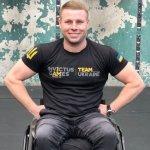 «42 км — на одном батончике»: ветеран АТО на инвалидной коляске одолел всю дистанцию Лондонского марафона