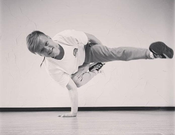 Танцює брейкданс 15 років з однією ниркою: історія чернівчанина з інвалідністю (ФОТО). андрій білоус, брейкданс, нирка, танці, інвалідність