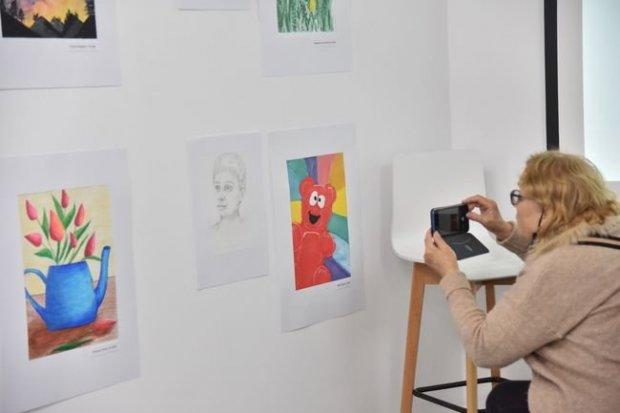 У Львові представили виставку про емоції дітей з інвалідністю. львів, виставка, картина, проєкт, інвалідність