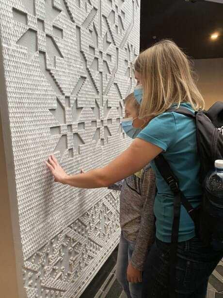 Музей Голодомору презентує інклюзивні проєкти для незрячих. національний музей голодомору-геноциду, екскурсія, незрячий, проєкт, слабозорий