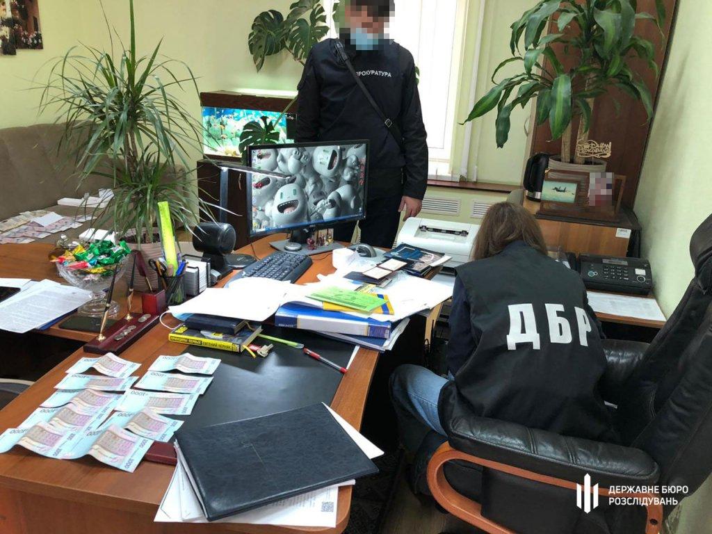 «Відкати» за отримання соціальних виплат: У Харкові слідчі ДБР затримали поліцейського. мсек, харків, неправомірна вигода, поліцейський, інвалідність
