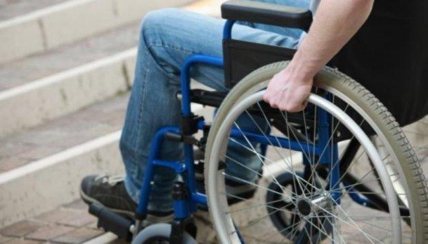 """Карантин на візку: """"Нам кажуть залишати руки чистими. Але ви бачили руки візочника?"""". инвалидная коляска, карантин, коронавирус, порада, інвалідність"""