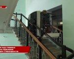 У Полтавській міській раді повноцінно запрацював підйомник для людей з інвалідністю (ВІДЕО). полтавська міська рада, конструкція, механізм, підйомник, інвалідність