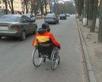 """""""Водії давали жилетки, щоб було видно"""". Сумчани з інвалідністю показали, як пересуваються Троїцькою (ФОТО). суми, доступність, облаштування, перевірка, інвалідність"""