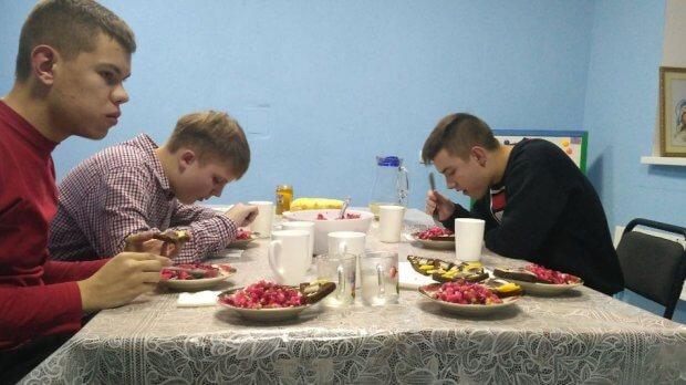 Заняття із соціалізації для волинських дітей з аутизмом. го «янголята», луцьк, аутизм, заняття, соціалізація