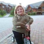 Світлина. Із І групою інвалідності стала успішною бізнес-леді й об'їздила десятки країн. Життя і особистості, інвалідність, суспільство, переможниця, генне захворювання, Лариса Шиманська