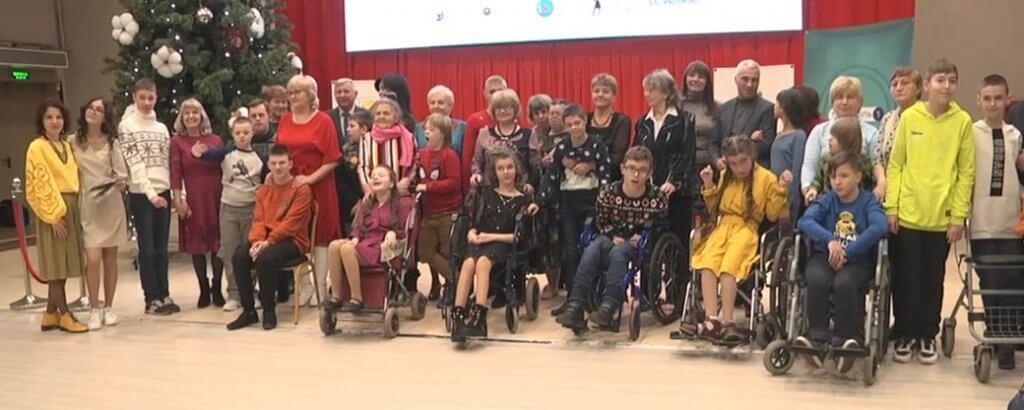 У Тернополі провели показ мод для людей з інвалідністю (ФОТО, ВІДЕО). тернопіль, подіум, показ мод, проєкт інклюзів арт, інвалідність