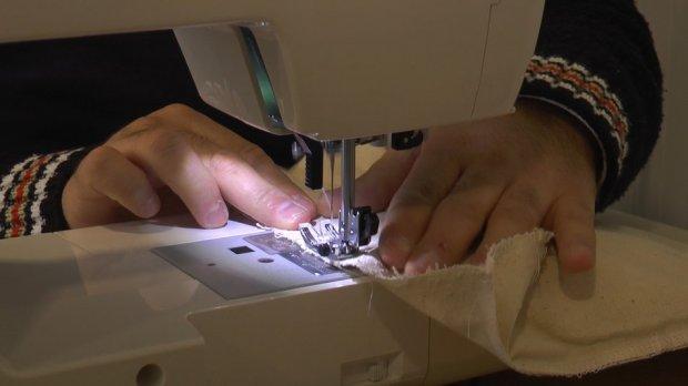 У Коломиї люди з інвалідністю виготовляють екосумки. коломия, екосумка, майстерня, проєкт, інвалідність