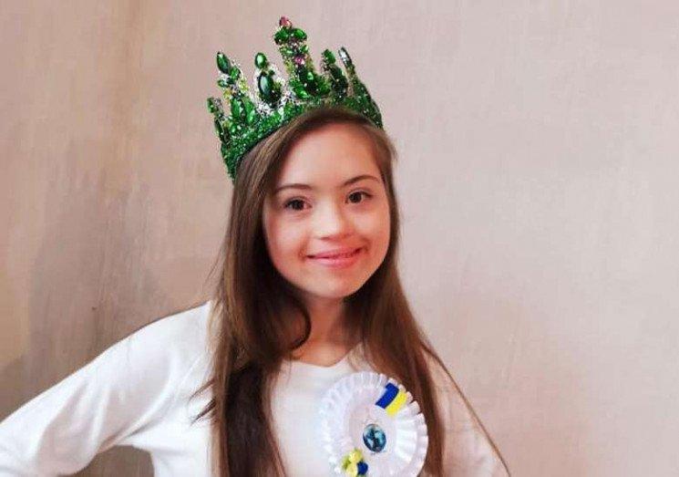 """Сонячна дівчинка з міста на Вінниччині здобула титул """"Міс Україночка – 2020"""". ангеліна цюпенко, міс україночка – 2020, онлайн, переможниця, синдром дауна"""