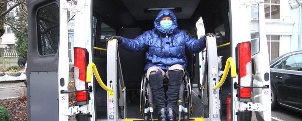 """У Житомирі протестували нові автівки """"соціального таксі"""" для дітей та дорослих з інвалідністю (ФОТО, ВІДЕО). житомир, автомобіль, соціальне таксі, інвалідний візок, інвалідність"""