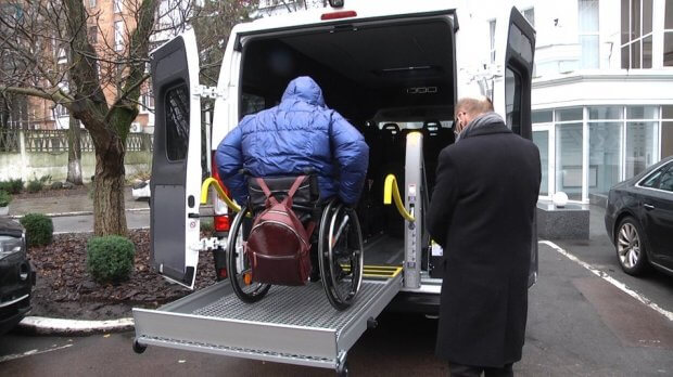 """У Житомирі протестували нові автівки """"соціального таксі"""" для дітей та дорослих з інвалідністю. житомир, автомобіль, соціальне таксі, інвалідний візок, інвалідність"""