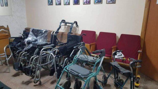 У Тернопільському міському територіальному центрі функціонує безкоштовний пункт прокату технічних та інших засобів реабілітації. тернопіль, засоби реабілітації, милиці, пункт прокату, інвалідний візок