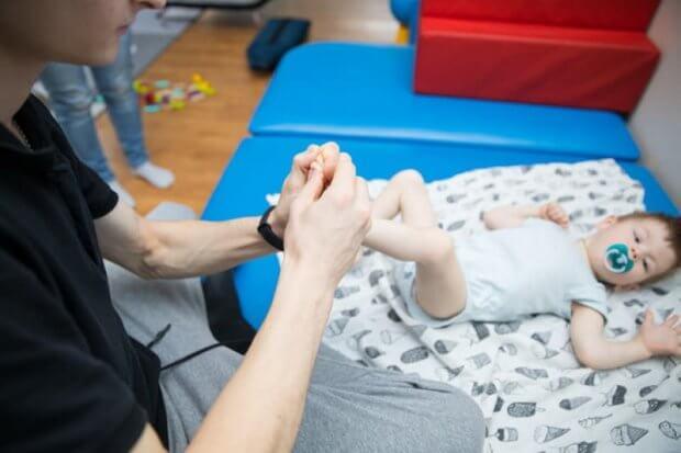 «Мріємо, щоби Христя ходила ніжками»: як працює центр реабілітації дітей із інвалідністю у Чернівцях. центр реабілітації, чернівці, діагноз, терапія, інвалідність