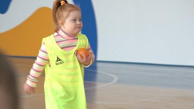 Доступний спорт: у Черкасах навчають футболу дітей з інвалідністю. черкаси, дитина, заняття, футбол, інвалідність