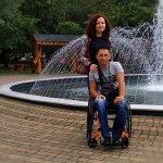 Її збило авто, він зламав хребет. Кримська історія кохання рівненських Петроцюків (ФОТО)