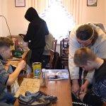 Перша професія: у житомирській спецшколі діти з інвалідністю вчаться шити і ремонтувати взуття (ВІДЕО)