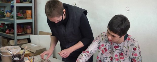 Проводить майстер-класи з гончарства для дітей з аутизмом у Херсоні. Тетяна Болгарова. тетяна болгарова, херсон, аутизм, гончарство, майстер-клас