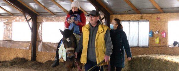 У Житомирі практикують іпотерапію як метод лікування та реабілітації дітей з інвалідністю. житомир, дитина, лікування, інвалідність, іпотерапія