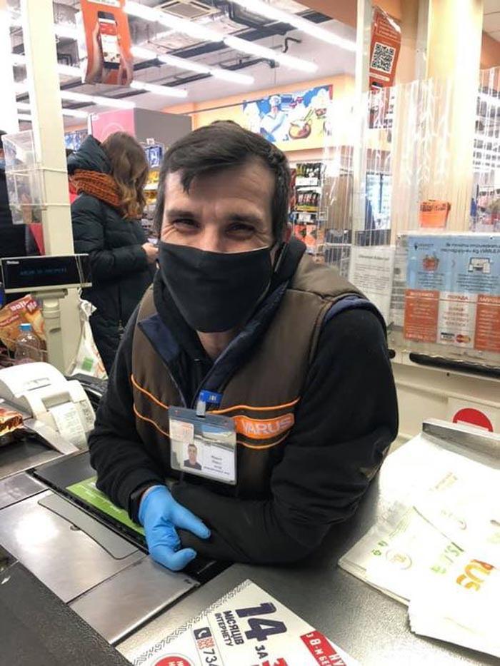 Это Павел! Кассир с инвалидностью завоевал симпатию покупателей днепровского супермаркета. днепр, павел, инвалидность, кассир, супермаркет
