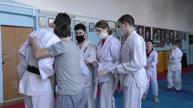У Херсоні для дітей з інвалідністю діє група адаптивного кіокушин карате. херсон, карате, секція, тренування, інвалідність