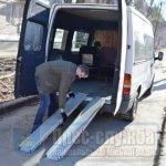 Світлина. У Нікополі відновили транспортну послугу «Соціальне таксі». Безбар'ерність, інвалідність, послуга, соціальне таксі, автомобіль, Никополь