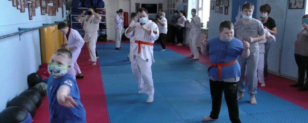 У Херсоні для дітей з інвалідністю діє група адаптивного кіокушин карате (ФОТО, ВІДЕО). херсон, карате, секція, тренування, інвалідність