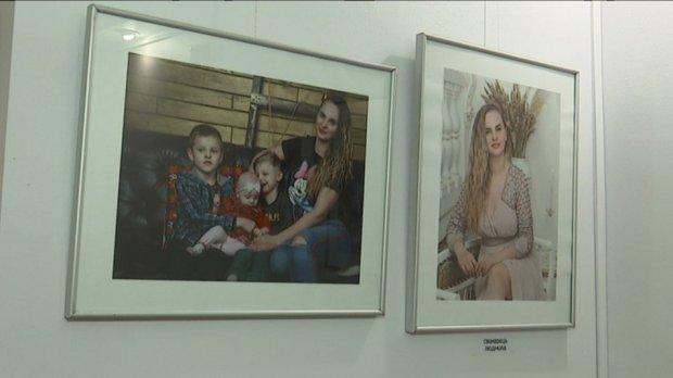 """""""Криця в жіночих обладунках"""": у Сумах презентували соціальний проект про мам дітей з інвалідністю. криця в жіночих обладунках, суми, проект, фотовиставка, інвалідність"""