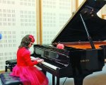 «У трирічному віці вперше почула, як звучить піаніно і як цікаво по ньому «проходити» пальцями…». віра семків, музична школа, незряча, піаністка, інклюзія