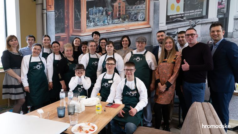 У Броварах під Києвом з'явилося кафе, де після закінчення школи зможуть стажуватися люди з синдромом Дауна та аутизмом. бровари, аутизм, кафе, синдром дауна, стажування