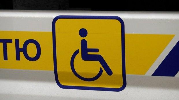 У Житомирі запрацювала послуга соціального автомобіля для перевезення дітей з інвалідністю. житомир, автомобіль, перевезення, соціальне таксі, інвалідність