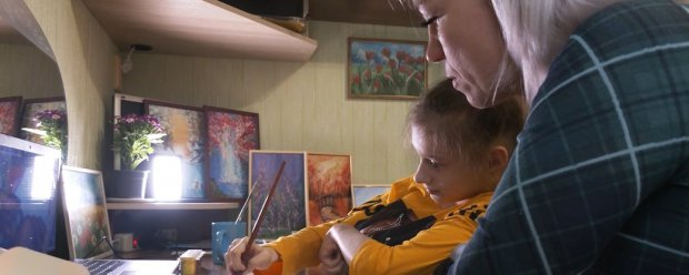 Діагноз – не перешкода для творчості. Черкащанка з ДЦП опанувала інтуїтивний живопис. дцп, марія, картина, інвалідність, інтуїтивне малювання