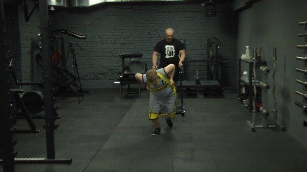 На Житомирщині 12-річний Григорій Марчук з синдромом Дауна успішно займається силовим триборством. григорій марчук, силове триборство, синдром дауна, соціалізація, тренування