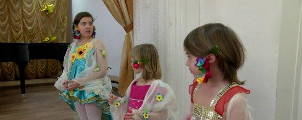 На Херсонщині колектив дітей з інвалідністю готується до фестивалю творчості. херсонщина, онлайн, творчий колектив янголи добра, фестиваль ми все можемо, інвалідність