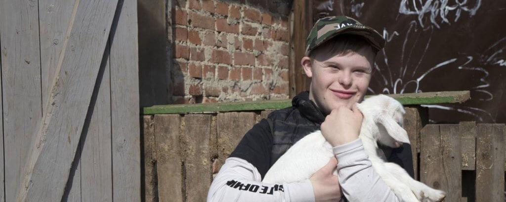 У Чернівцях молодь з інвалідністю вчать доглядати за тваринами (ФОТО, ВІДЕО). чернівці, догляд, соціалізація, тварина, інвалідність