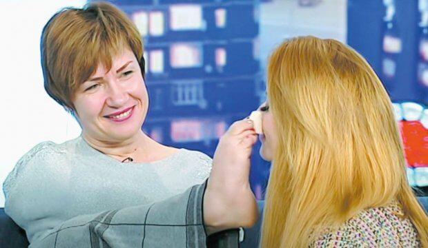Віра Омельчук робить макіяж ногами за 12 хвилин. віра омельчук, макияж, натхнення, рекорд, інвалідність