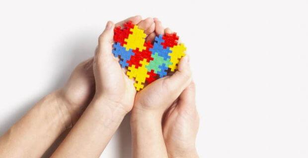 Бачити можливості, не звертаючи увагу на діагноз: історія сім'ї, яка виховує трьох дітей з аутизмом. рас, аутизм, діагноз, суспільство, інвалідність