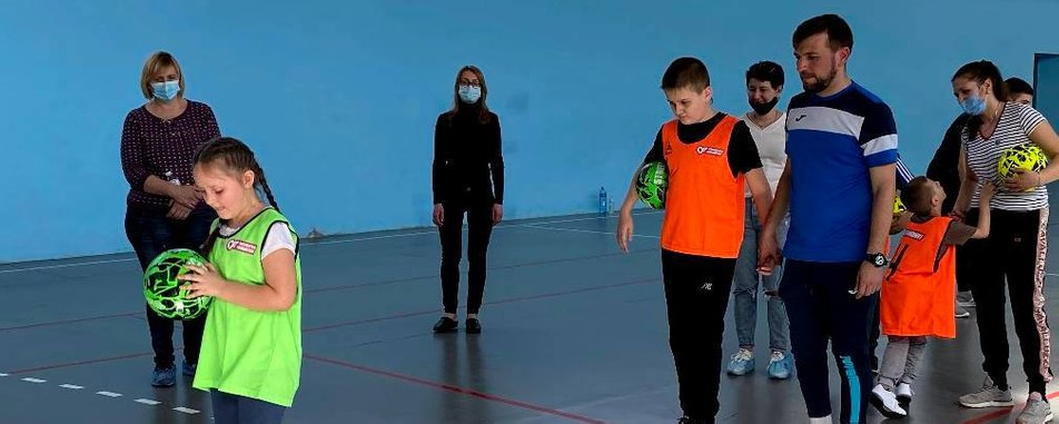 У Кропивницькому футболіст-паралімпієць Євген Зінов'єв тренує дітей з інвалідністю (ФОТО). євген зінов'єв, кропивницький, тренування, футболіст-паралімпієць, інвалідність