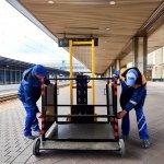 Світлина. Укрзалізниця придбала 84 підіймальні платформи для потреб маломобільних пасажирів. Безбар'ерність, інвалідність, доступність, укрзалізниця, вагон, підіймальна платформа