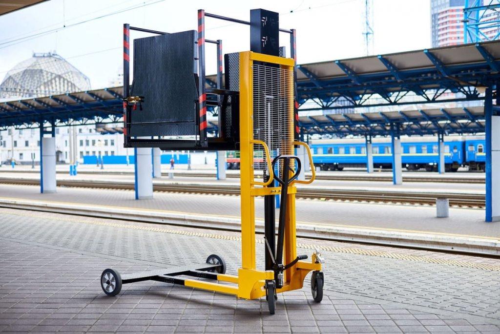 Укрзалізниця придбала 84 підіймальні платформи для потреб маломобільних пасажирів. вагон, доступність, підіймальна платформа, укрзалізниця, інвалідність