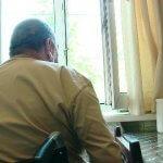 7 років житель будинку на вулиці Юркевича не може вийти з квартири (ВІДЕО)