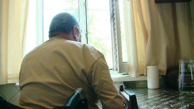 7 років житель будинку на вулиці Юркевича не може вийти з квартири. дніпро, будинок, доступний, пандус, інвалідність