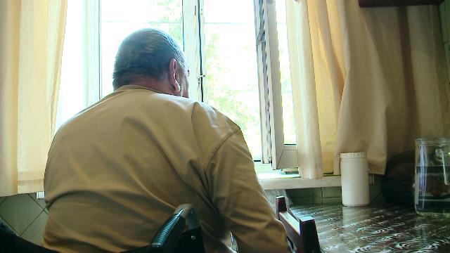 7 років житель будинку на вулиці Юркевича не може вийти з квартири (ВІДЕО). дніпро, будинок, доступний, пандус, інвалідність