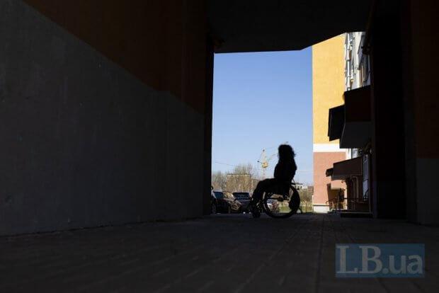 «Не треба самим себе обмежувати». Як Каріна Кардаш власним прикладом допомагає жінкам з інвалідністю ставати мамами. каріна кардаш, народження, приклад, травма, інвалідність