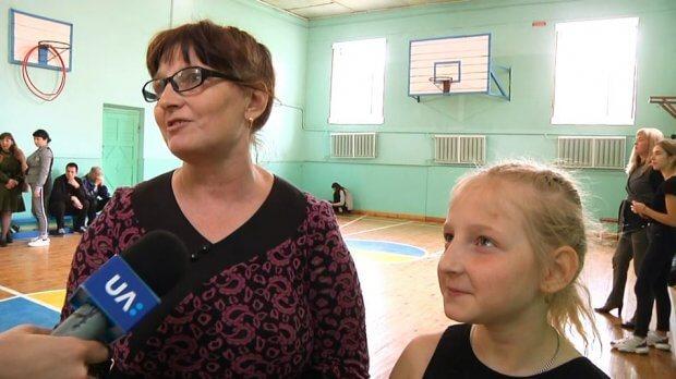 У Житомирі у спеціальній школі відкрили гурток з мажорет-спорту для дітей з інвалідністю. житомир, гурток, заняття, мажорет-спорт, інвалідність
