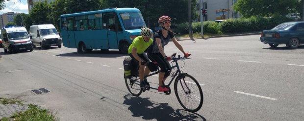 Учасники Всеукраїнського велопробігу за день подолали майже 90 кілометрів волинських доріг. бачу можу допоможу, волинь, велопробіг, незрячий, інвалідність